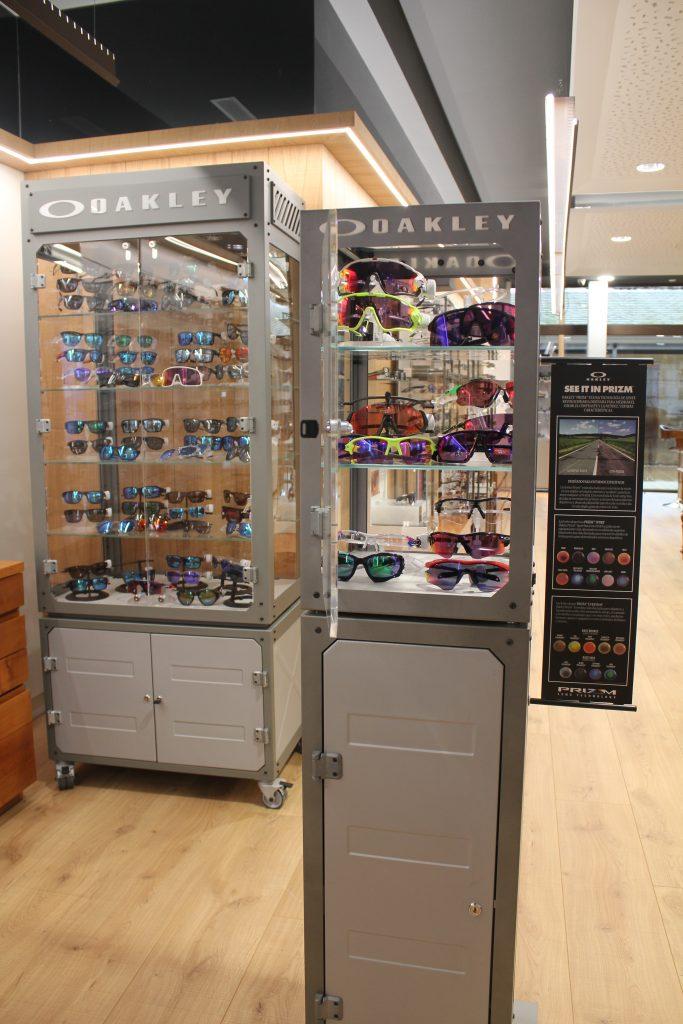 Exposición de gafas Oakley